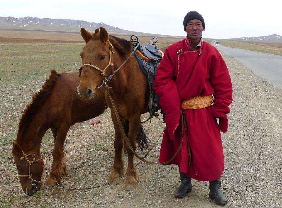 Cavalier mongol sur la route